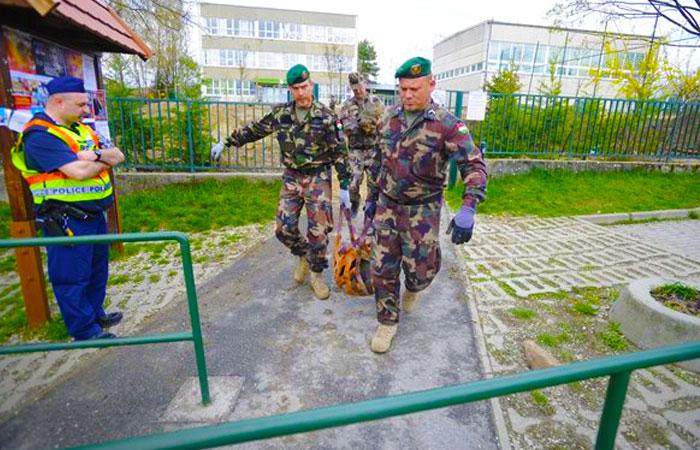 Bombát találtak az általános iskola udvarán, nagy volt az ijedtség