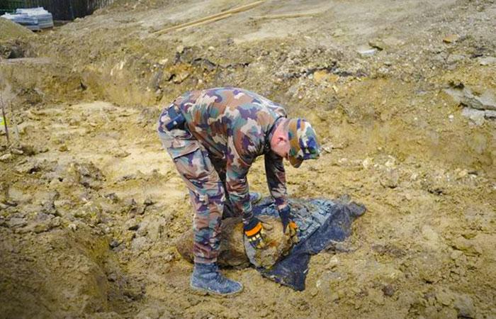 Egytonnás légibombát találtak Csepelen