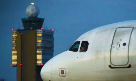Váratlanul 10 ezer méter magasan megszakította az útját egy repülő és Ferihegyen szállt le
