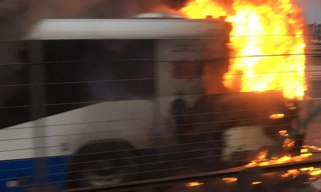 Kigyulladt egy busz Pomáz és Pilisszentkereszt között