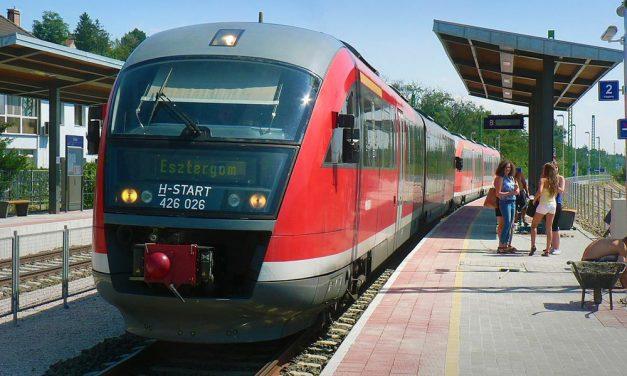 Macerás közlekedés: Pótlóbuszok járnak az esztergomi vasútvonal egy részén