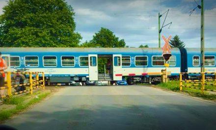 Döbbenetes tragédia! Látták hogyan ütötte el a vonat a fiatal lányt Gödnél