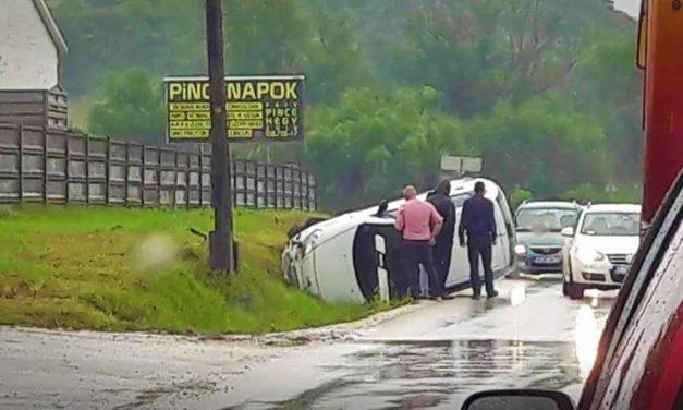 Két autó ütközött az egyenes úton Biatorbágy és Páty között, kórházban vannak a sérültek