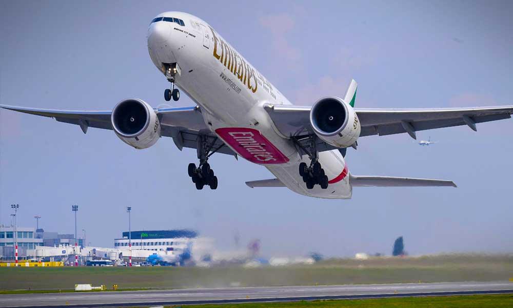 Drónok miatt lezárták az egyik londoni agglomerációs repülőteret, budapesti járatot is töröltek