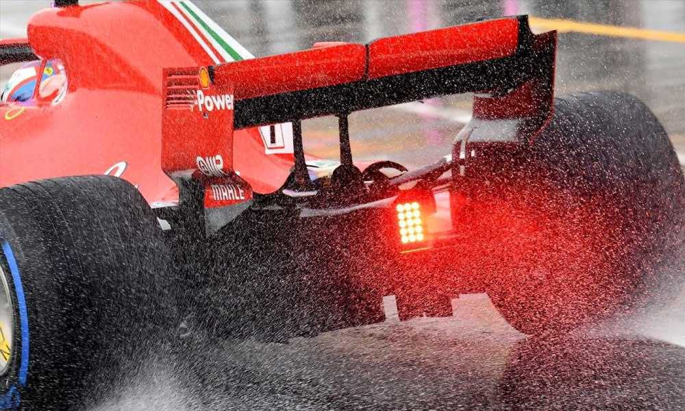Hamiltoné a pole pozíció az esős időmérőn