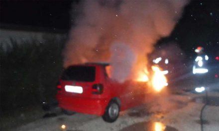 Kigyulladt egy Volkswagen, nagy lángokkal égett az éjjel
