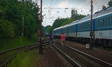 Döbbenetes! Hétfőn 28 órát késtek a vonatok. Tüntetés lesz a MÁV ellen
