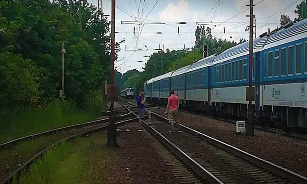 Egymással szemben állt meg két vonat Gyálnál, majdnem katasztrófa történt