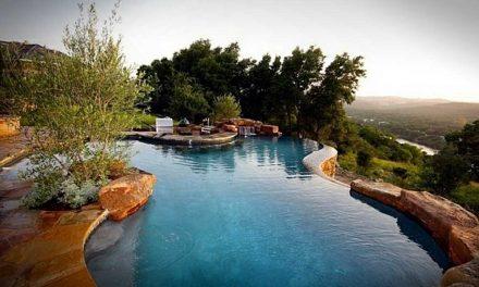 Top 5 medencés luxusház az agglomerációban – egy tévésztár is érintett!