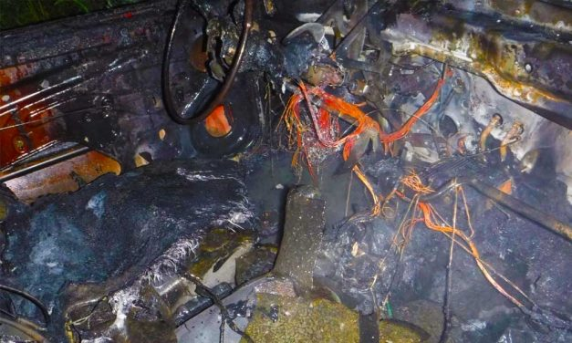 Csúnyán kiégett egy autó Szigethalmon, nem sok maradt belőle