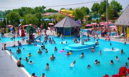 Habparty és lézershow – Szokatlan éjszakai fürdőzés lesz az agglomeráció egyes strandjain
