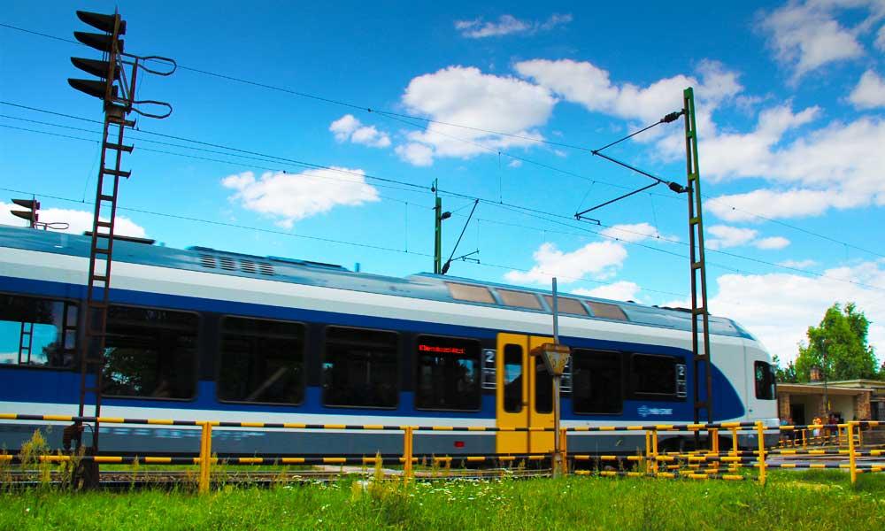 Fél nap alatt 2 embert gázolt el a vonat, több vonalon késések vannak