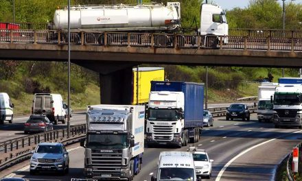 Vigyázat az utakon! A hőség miatt nem lesz kamionstop a hétvégén