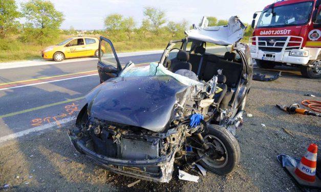 Óriási baleset volt az M2-esen, meghalt egy nő Dunakeszinél