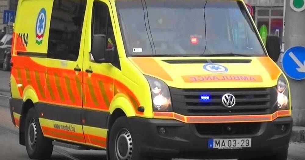 Bedrogozva támadta meg a rajta segítő mentősöket a 22 éves budapesti férfi, az egyik mentőápolónak a bordája is eltört