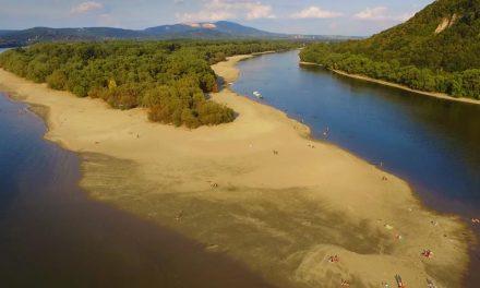 Látványos drónvideó készült a sekély Dunáról és a Dunakanyarról