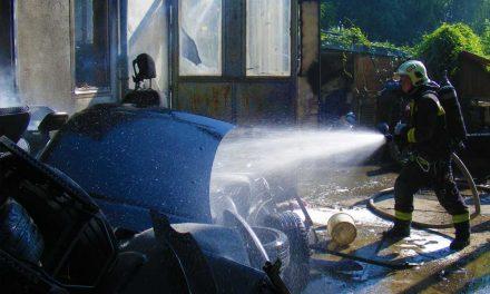 Leégett egy műhely, garázs és benne az autó Gödöllőn