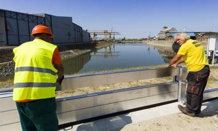 Új mobilgátat építettek a rekord alacsonyan álló Duna partján