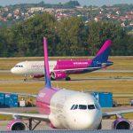Sok milliós bírságot fizethet a Wizz Air, mert trükköztek az utasok bőröndjeivel