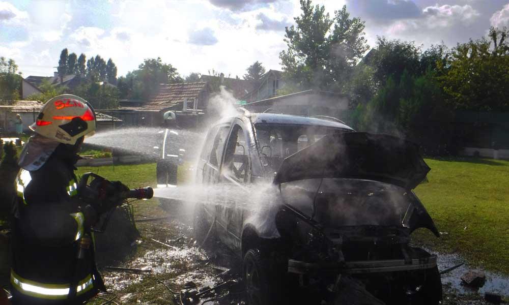 Csúnyán kiégett egy autó Szigetszentmiklóson
