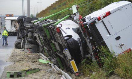 Még forgalomba sem kerültek, de már baleset érte az autókat