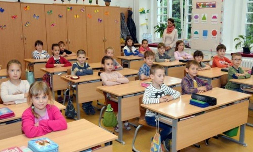 Becsengettek az iskolákba! Ingyenes tankönyvek és étkezés várja az 1,2 millió diák egy részét