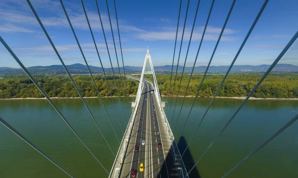 Majdnem Chuck Norrisról nevezték el – 10 éves lett a Megyeri híd! Képriport