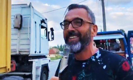 A Rádió 1-es Balázsék hot-doggal kínálták a dél-pesti dugóban araszolókat