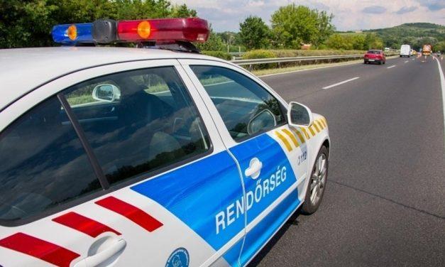 Autósüldözés az M0-áson, Törökbálinton karamboloztak, kiugrottak az autóból és elmenekültek a rendőrök elől