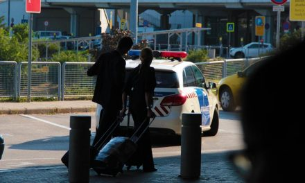 Feladta magát a kábítószert tartalmazó reptéri csomag miatt körözött férfi