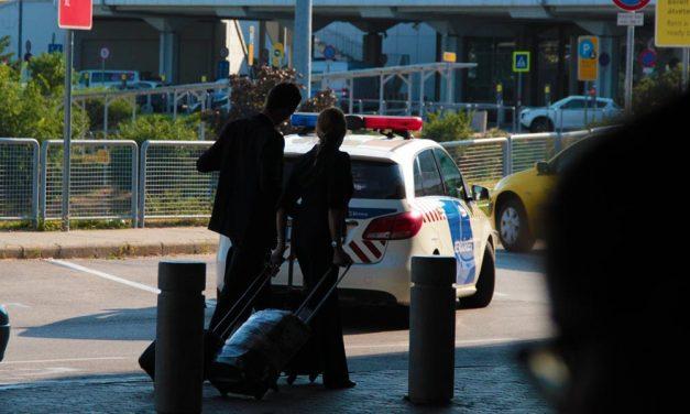 """""""Na mi van te kurva?"""" – Balhé a taxisok és a ferihegyi biztonsági őrök között"""