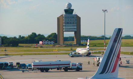 Vége lehet a lopásoknak: Testkamera viselésére kötelezhetik a repülőtéri munkásokat