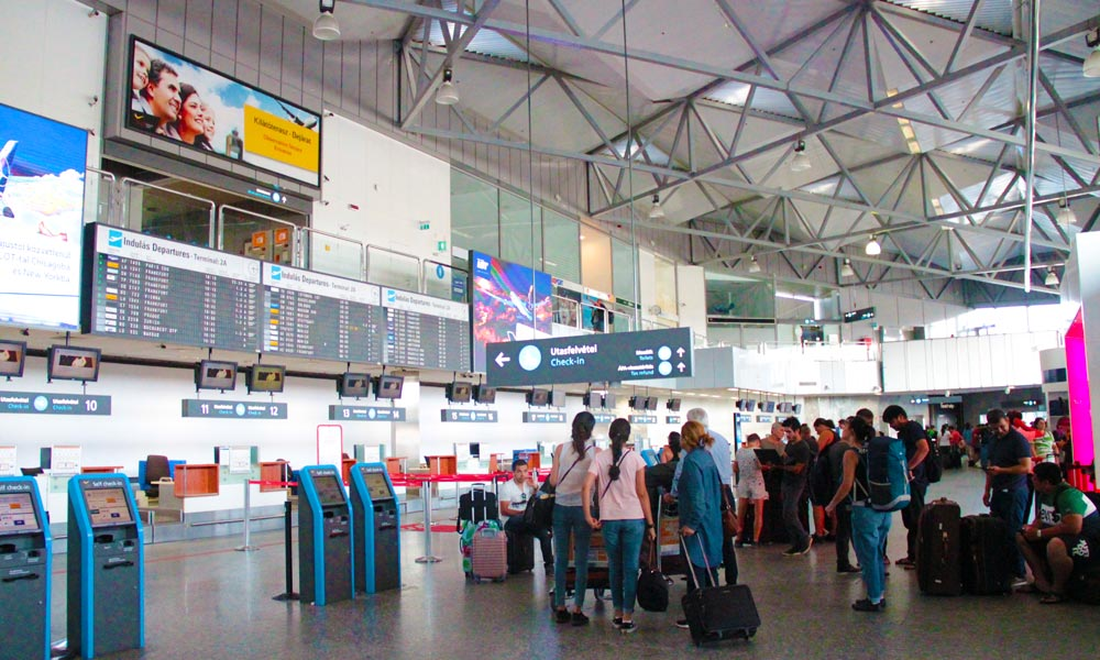 Rászakadt egy utasra a mennyezet a ferihegyi reptéren