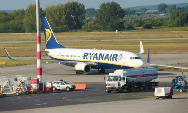 Balhé Ferihegyen: rendőrt hívtak Ryanair fellázadt utasaira