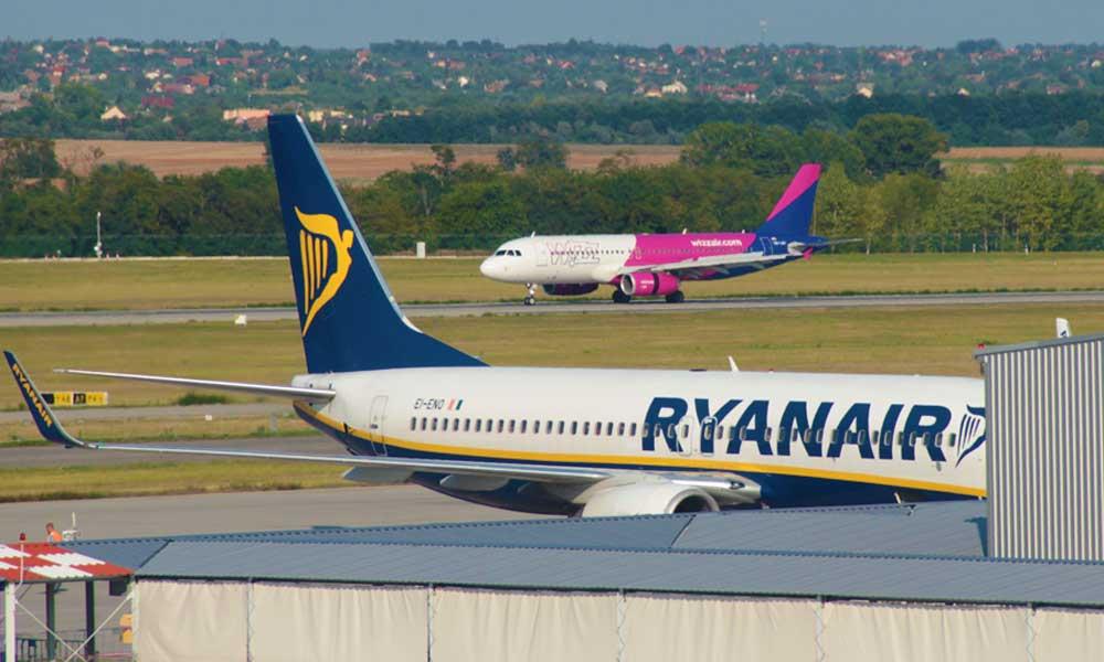 Megbüntették a Wizz Airt és a Ryanairt. Tisztességtelen kereskedelmi gyakorlat miatt kell fizetniük Magyrországon
