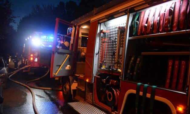 Füstölni kezdett a Szent Imre Kórház épülete, nagy erőkkel érkeztek a tűzoltók