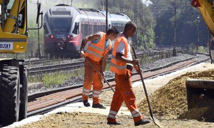 Fontos elővárosi vasútvonal újul meg, 160 km/h-ás sebességgel mehetnek majd a vonatok