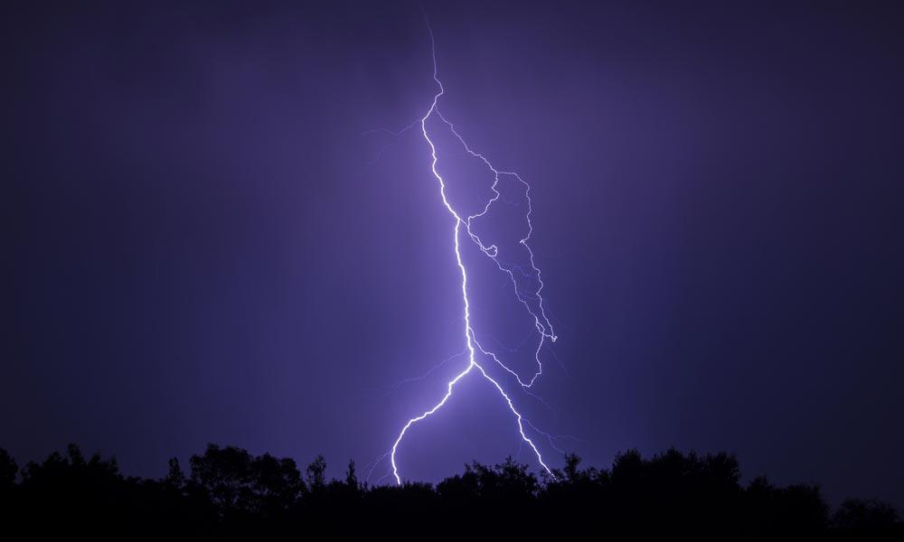 Erős vihar, eső, széllökések várhatók az agglomerációban hétfő hajnalban és délelőtt