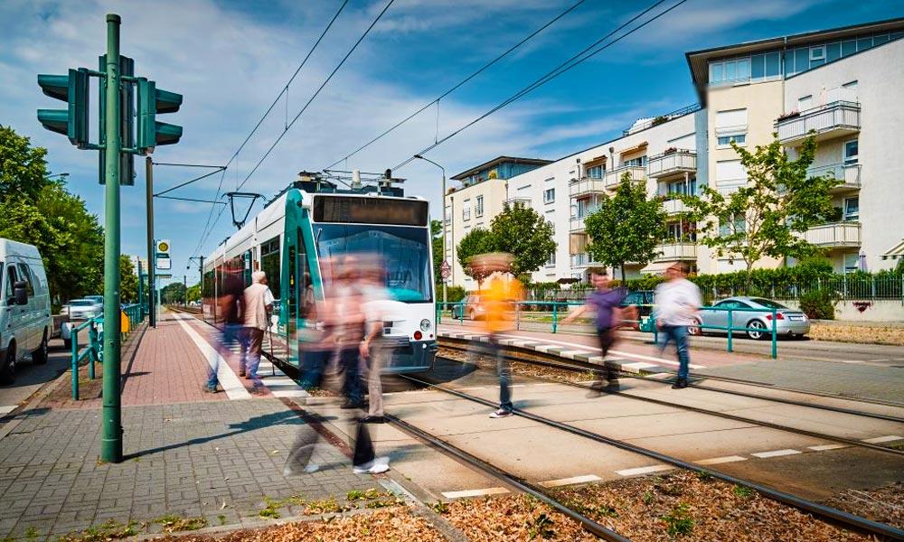Forradalom a tömegközlekedésben! Elindult az első önvezető villamos