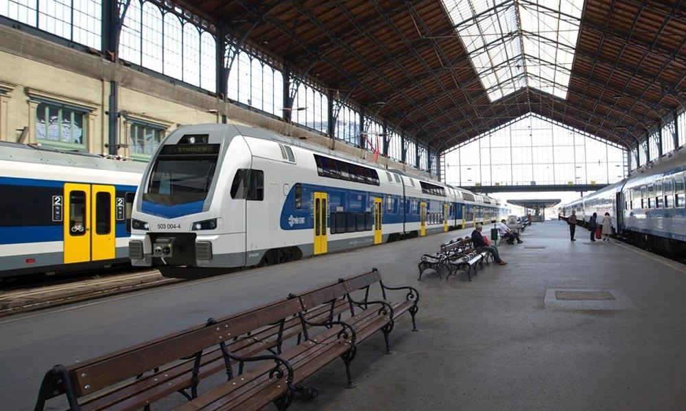 Leszakadt a Nyugati pályaudvar teteje, ezért késnek a vonatok
