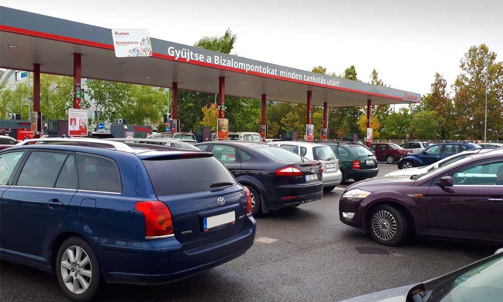 Örülhetnek az autósok: jövő héten majdnem biztos, hogy nem emelkedik a benzin ára