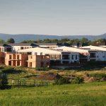 Óriási visszaesés a lakáspiacon, de a családi ház építés még pörög