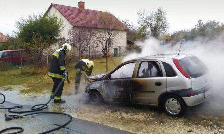 Elfüstölt egy Opel az érdi utcán