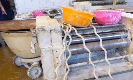 Egy undorítóan koszos pékséget zárt be a hatóság Pest megyében – Videó