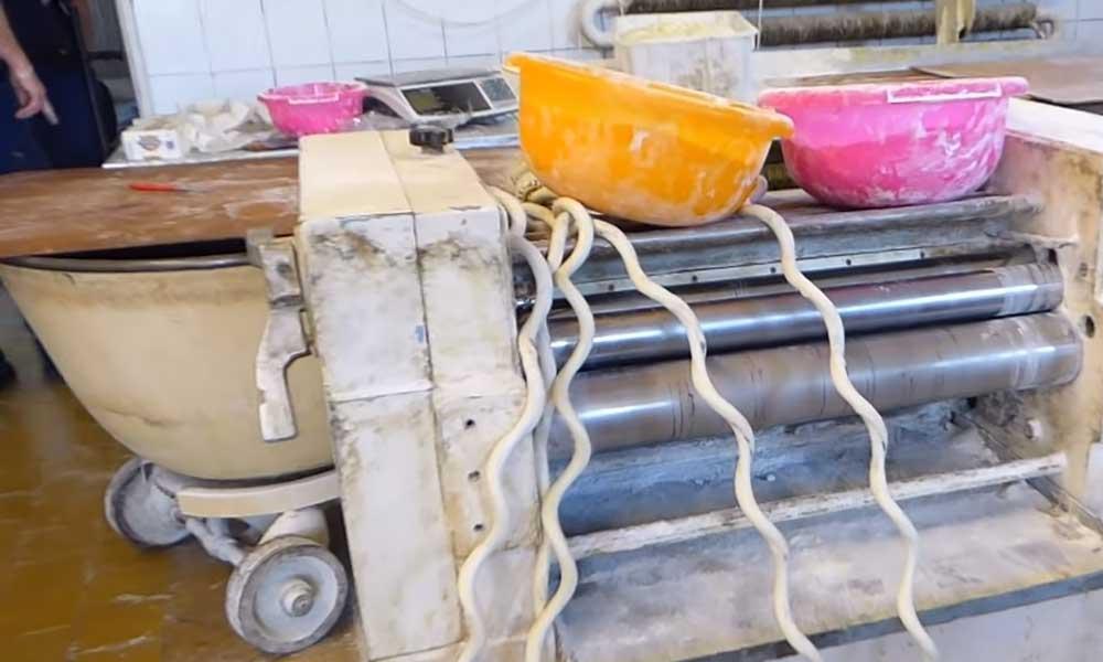 Engedély nélkül megint kinyitott az undorító, csótányos albán pékség