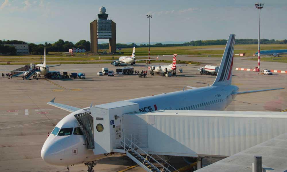 Hirtelen lezárták a ferihegyi repülőteret, a levegőben köröznek a gépek