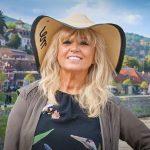 Csepregi Éva nem kockáztat a dugókkal – születésnapi interjú az agglomerációban élő énekesnővel