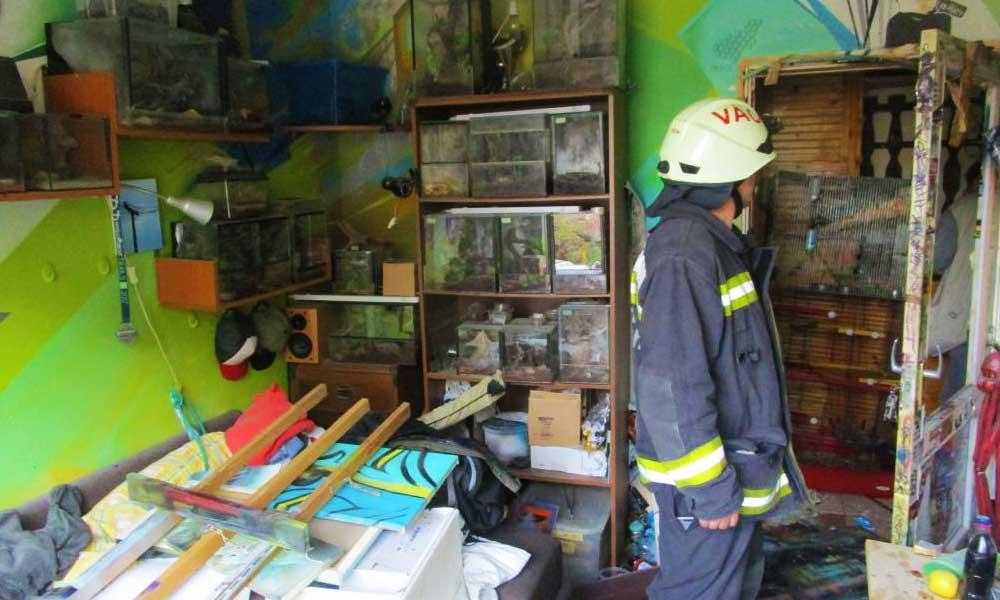 Furcsa lakástűz és robbanás egy váci panelben