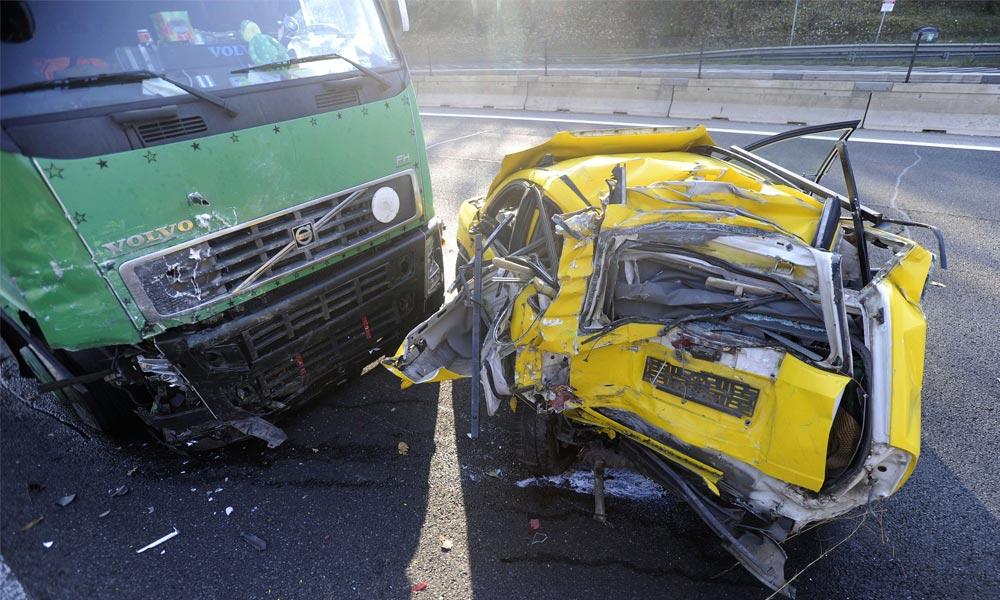 Baleset az M0-áson, autó ütközött teherautóval