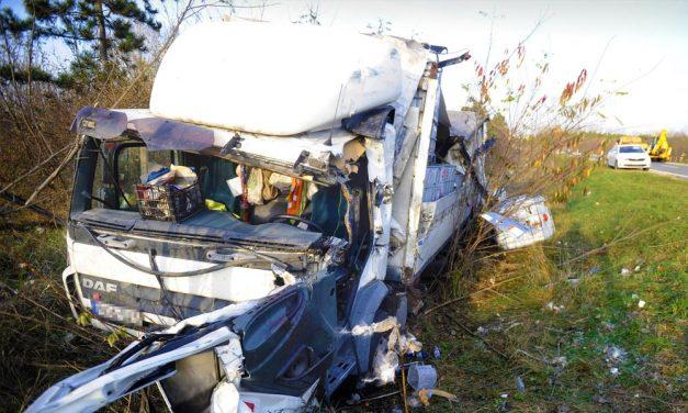 Több autó összeütközött az M3-ason Gödöllőnél, nagy a torlódás
